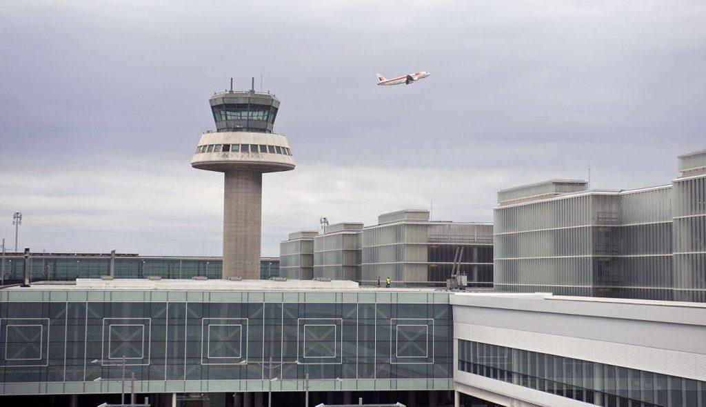 სამგზავრო თვითმფრინავი აფეთქების შესახებ მიწოდებული ინფორმაციის გამო, ესპანეთში საგანგებოდ დაეშვა