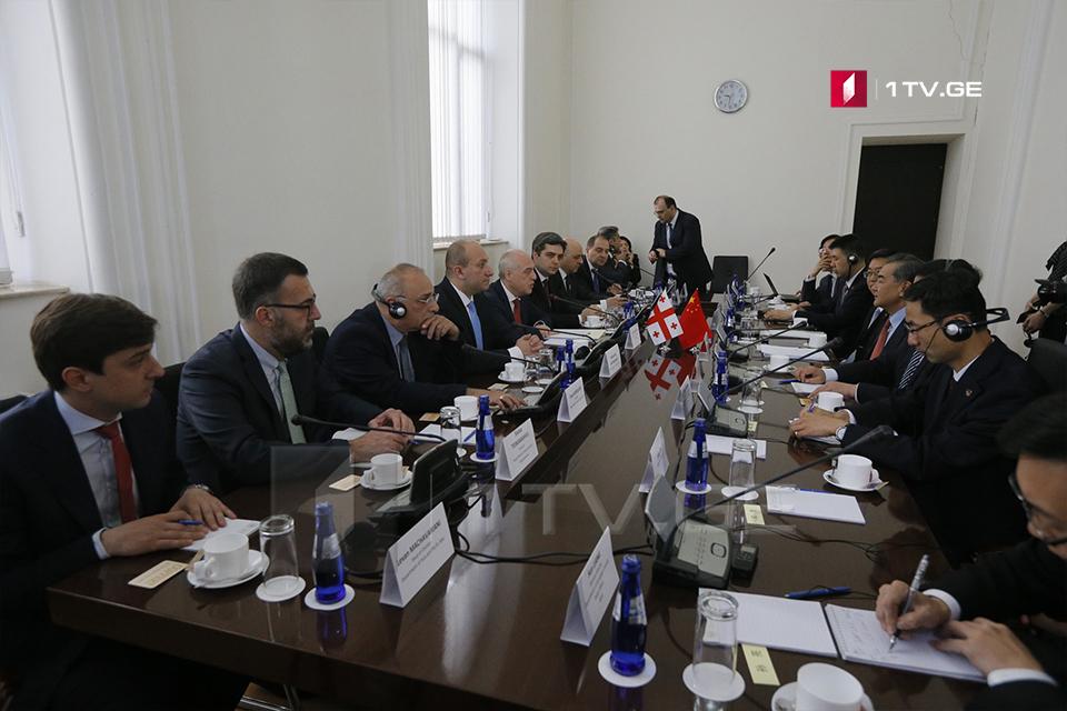 Давид Залкалиани встречается с министром иностранных дел Китая Ваном И