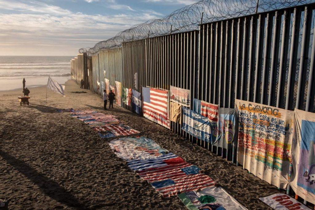 კალიფორნიის ფედერალურმა სასამართლომ მექსიკის საზღვართან კედლის აშენებისთვის გამოყოფილი თანხების გამოყენება დროებით აკრძალა