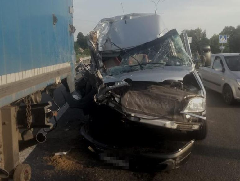 უკრაინაში ავტოსაგზაო შემთხვევის შედეგად 16 არასრულწლოვანი დაშავდა