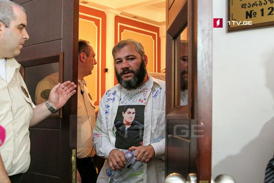Заза Саралидзе - Я призываю всех воздерживаться от политического использования моего сына, семьи и спекуляций