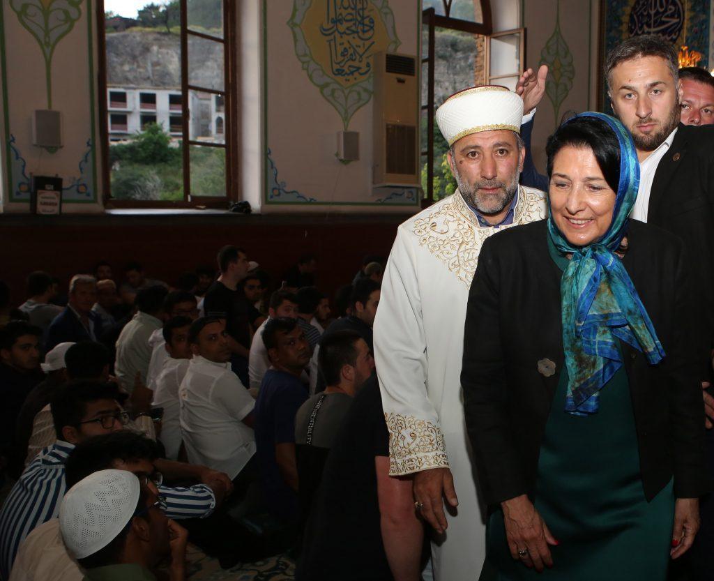 Salome Zurabişvili - biz elə bir ölkələrdən biriyik ki, şiələr və sünnilər birlikdə bayram edirlər, bu günki dünyada bu həqiqətən qeyd olunasıdır