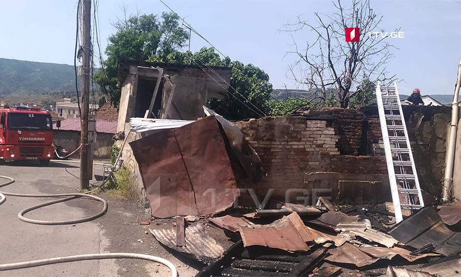 თბილისში, ნასაკირალის ქუჩაზე სამი სახლი დაიწვა