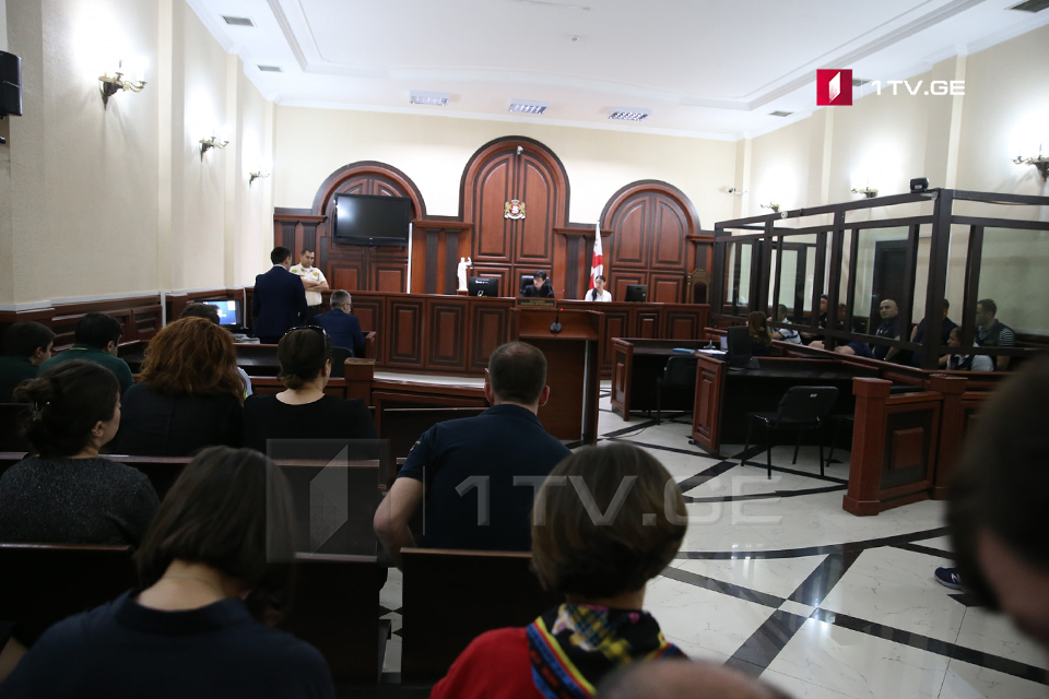 Прокурор - Доказательства, имеющиеся в деле, подтверждают использование Михаилом Каландия острого предмета