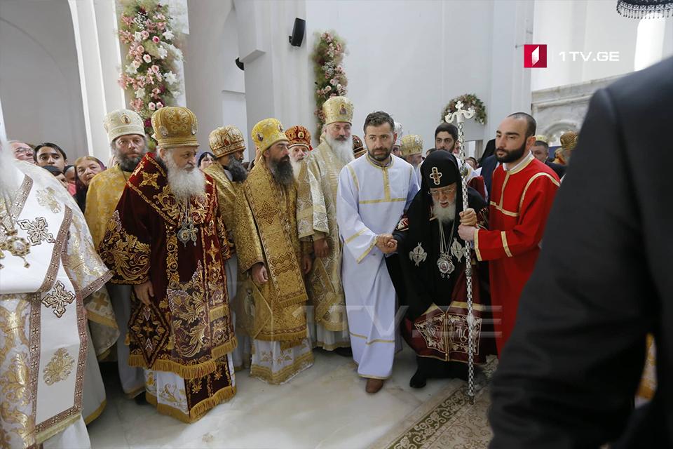 Bodbedə, Müqəddəs Nino adına yeni məbəddə bayram ibadət dua mərasimi keçirilir ki, Gürcüstan prezidenti də iştirak edir