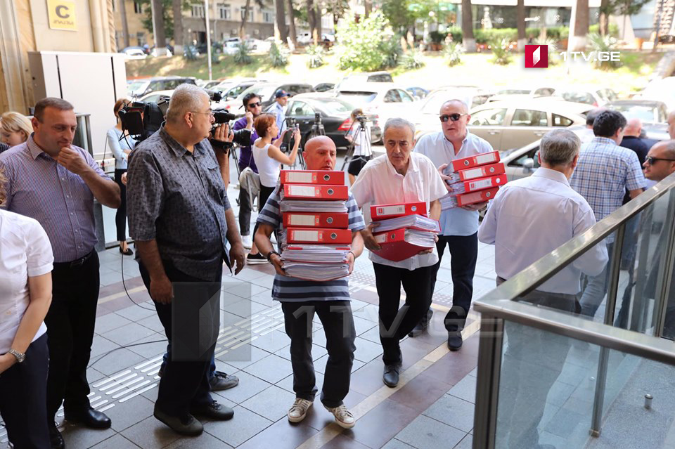Opposition parties submitted 300,000 signatures to the Parliament