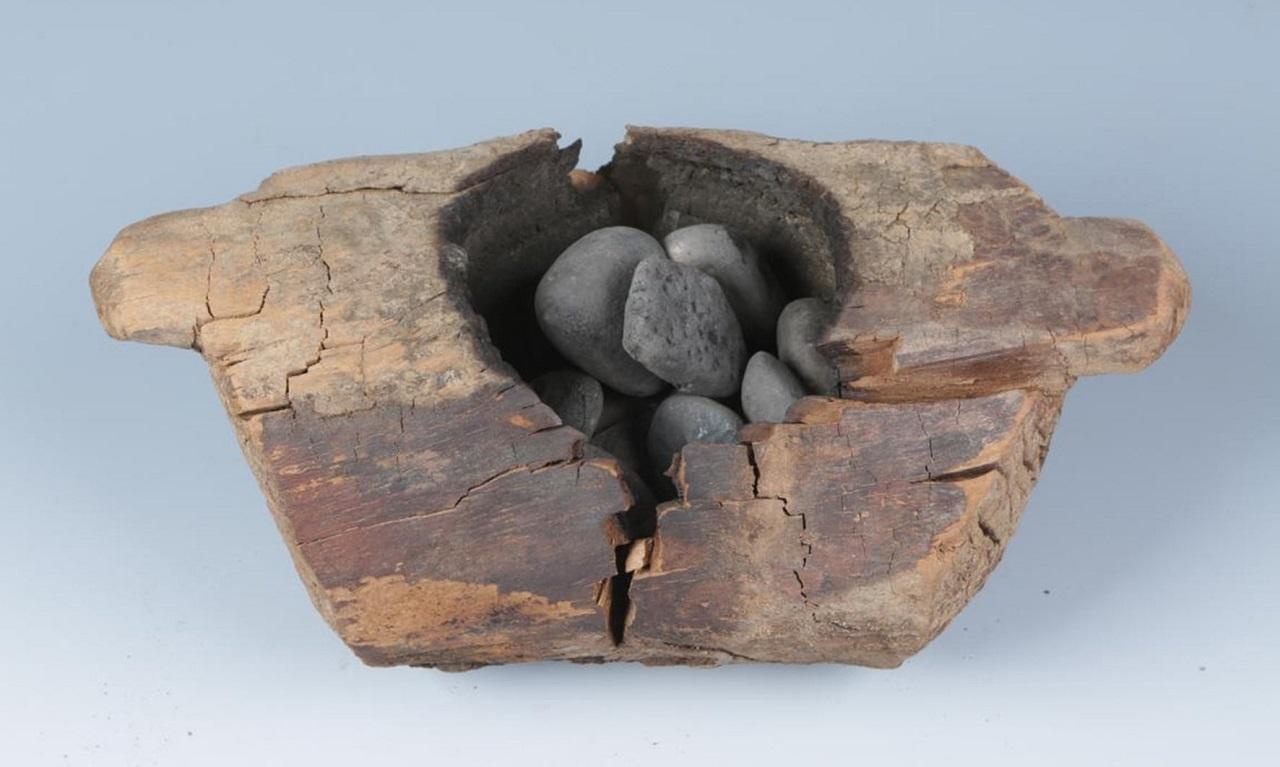 აღმოჩენილია ქოთნები, რომლებითაც ადამიანები 2500 წლის წინ კანაფს ეწეოდნენ