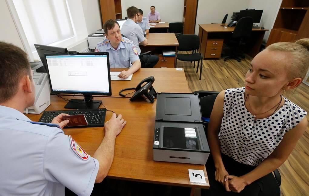 რუსული მედიის ცნობით, დონეცკისა და ლუგანსკის თვითგამოცხადებული რესპუბლიკების მოქალაქეების ნაწილმა, რუსეთის პასპორტები გამარტივებული წესით მიიღო