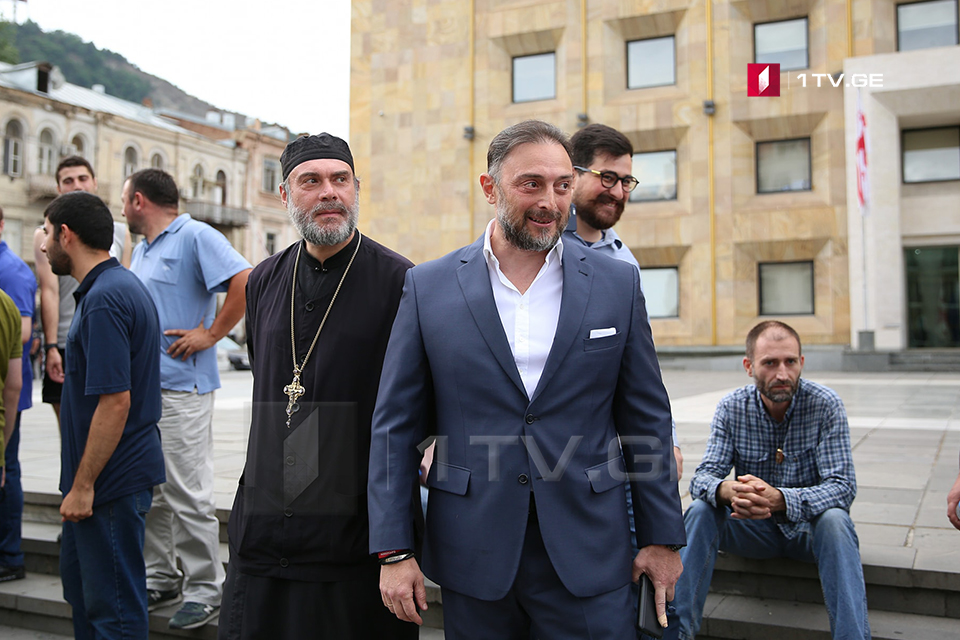 Businessman and Church Persons arrive at Governmental Administration