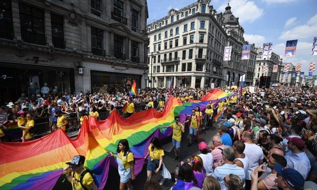 """""""გარდიანის"""" ცნობით, ინგლისსა და უელსში ბოლო ხუთი წლის განმავლობაში ჰომოფობიის ნიადაგზე ჩადენილი დანაშაულის რაოდენობა გაორმაგდა"""