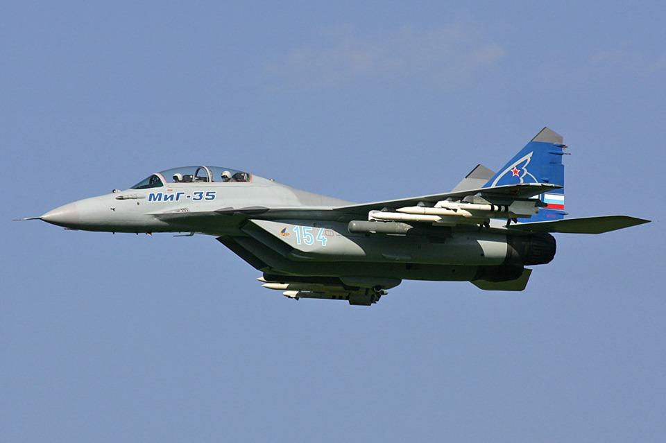 """რუსეთის სამხედრო-კოსმოსურმა ძალებმა შეიარაღებაში ორი ერთეული უახლესი """"მიგ-35""""-ისტიპის სამხედრო თვითმფრინავი მიიღო"""