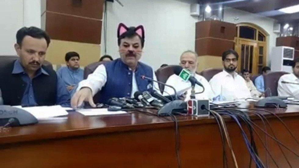 """პაკისტანის ერთ-ერთ პროვინციაში, ადგილობრივი მთავრობის სხდომის """"ფეისბუქზე"""" ტრანსლირებისას ე.წ. კატის ფილტრი ჩაირთო"""
