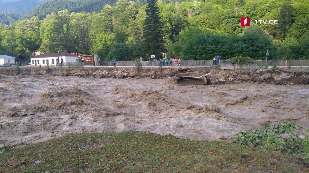 По информации Национального агентства окружающей среды, 18-19 июня сильные дожди могут вызывать возникновение-активизацию селевых и оползневых процессов в горных зонах
