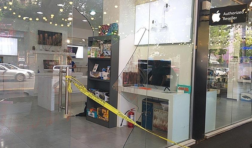 """""""აიპლიუსის"""" პეკინის ფილიალში აცხადებენ, რომ მაღაზიიდან 40 000 ლარის ღირებულების 30 მობილური ტელეფონია წაღებული"""