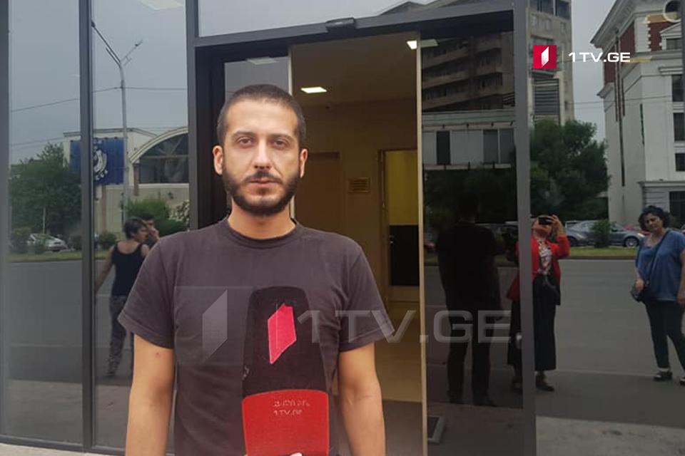საქართველოს პირველი არხის ჟურნალისტმა, რომელიც სამართალდამცველებმა სცემეს, შსს-ს შენობა დატოვა