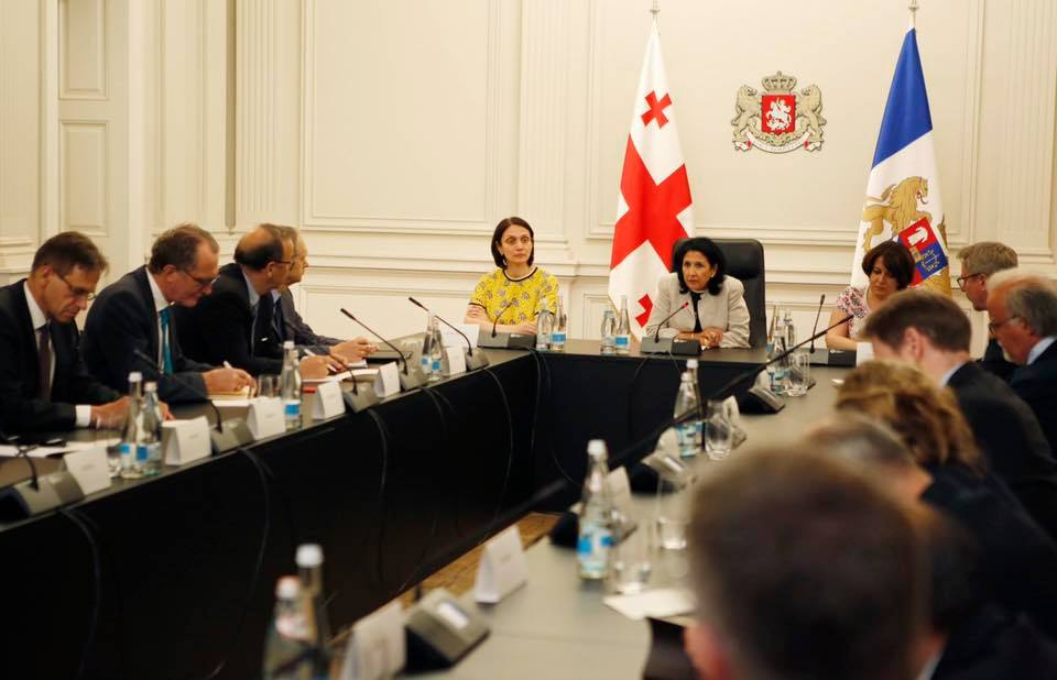 Саломе Зурабишвили встретилась с дипломатическим корпусом в связи с ситуацией в стране