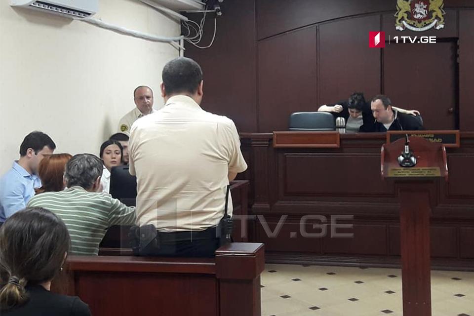 სააპელაციო სასამართლომ რუსთაველის გამზირზე აქციაზე დაკავებულთაგან სამი - იოსებ თხელიძე, ცოტნე ცხვედიანი და ირაკლი ხვადაგიანი პატიმრობიდან გაათავისუფლა