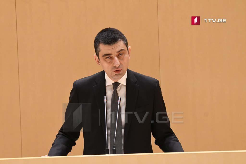 Giorgi Qaxariya Parlamentin plenar iclasında çıxışını tələb edir