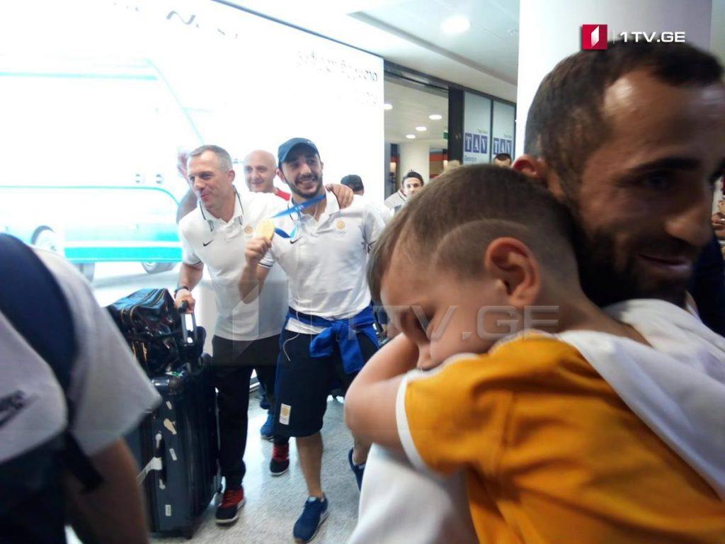 მინსკის მეორე ევროპული თამაშების ტრიუმფატორი სამბისტები საქართველოში დაბრუნდნენ