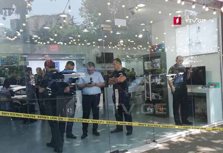 По факту ограбления магазина на проспекте Пекина в Тбилиси задержано одно лицо