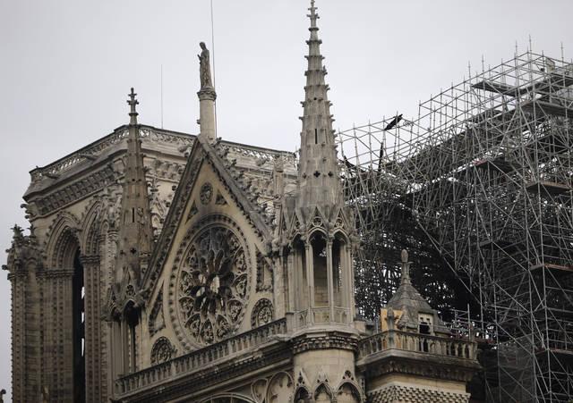 პარიზის პროკურორი -პარიზის ღვთისმშობლის ტაძარზე ხანძრის მიზეზი შესაძლოა, სიგარეტის ნამწვიან ელექტროსისტემის მწყობრიდან გამოსვლა გახდა