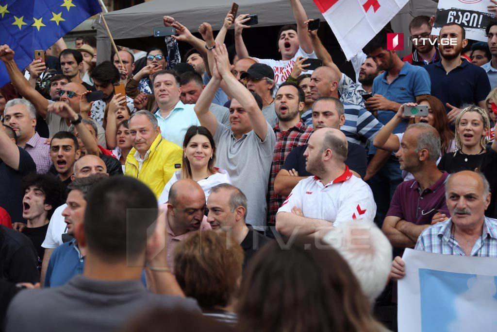 """""""Марш Свободы"""" на площади Свободы завершен и акция продолжается перед парламентом (фото)"""