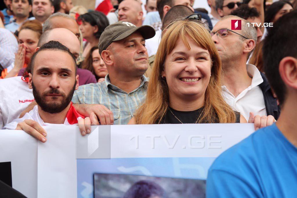Сандра Рулофс - Правительство должно уйти в отставку и как можно скорее проведены досрочные выборы