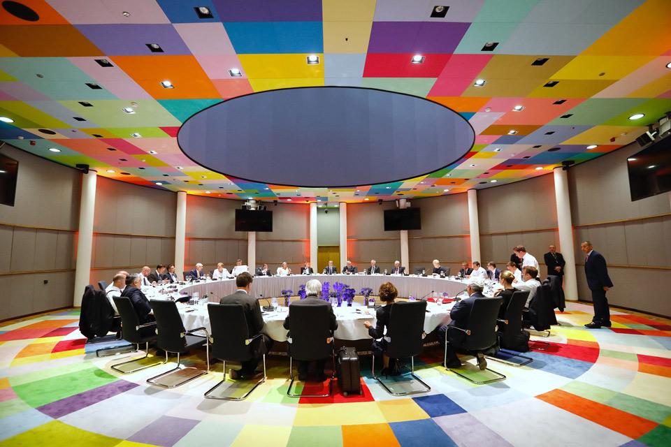 ევროკავშირის ლიდერები ევროპული ინსტიტუტების ხელმძღვანელობის კანდიდატებზე ვერ შეთანხმდნენ და მოლაპარაკებებს 2 ივლისს გააგრძელებენ