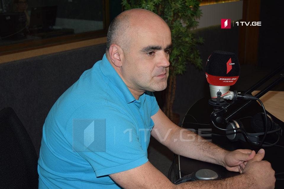 """პიკის საათი - """"იდენტობა"""" -ქოჩალოს ქართული წარწერა"""