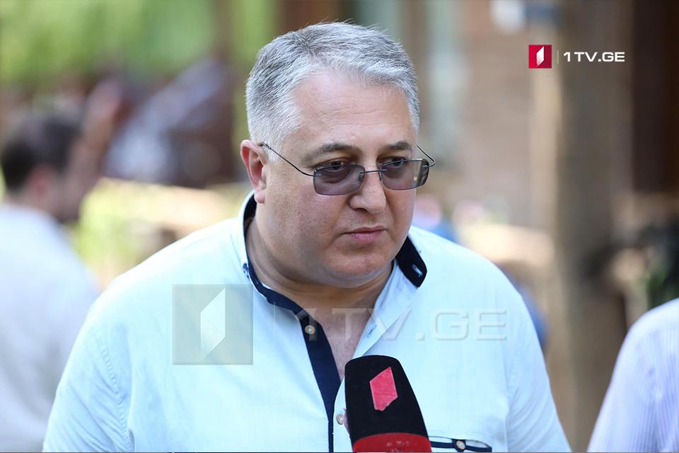 """გიორგი ახვლედიანი -პრემიერ-მინისტრის შეცვლა ახლა ნიშნავს იმას, რომ """"ქართული ოცნება"""" წინასაარჩევნო კამპანიაზეგადაერთო"""