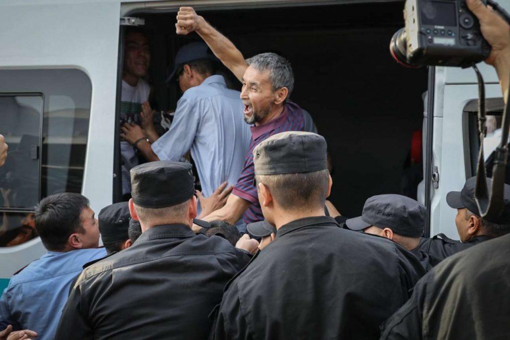 ყაზახეთში 6 ივლისს გამართულ არასანქცირებულ ანტისამთავრობო დემონსტრაციებზე 100-ზე მეტი ადამიანი დააკავეს