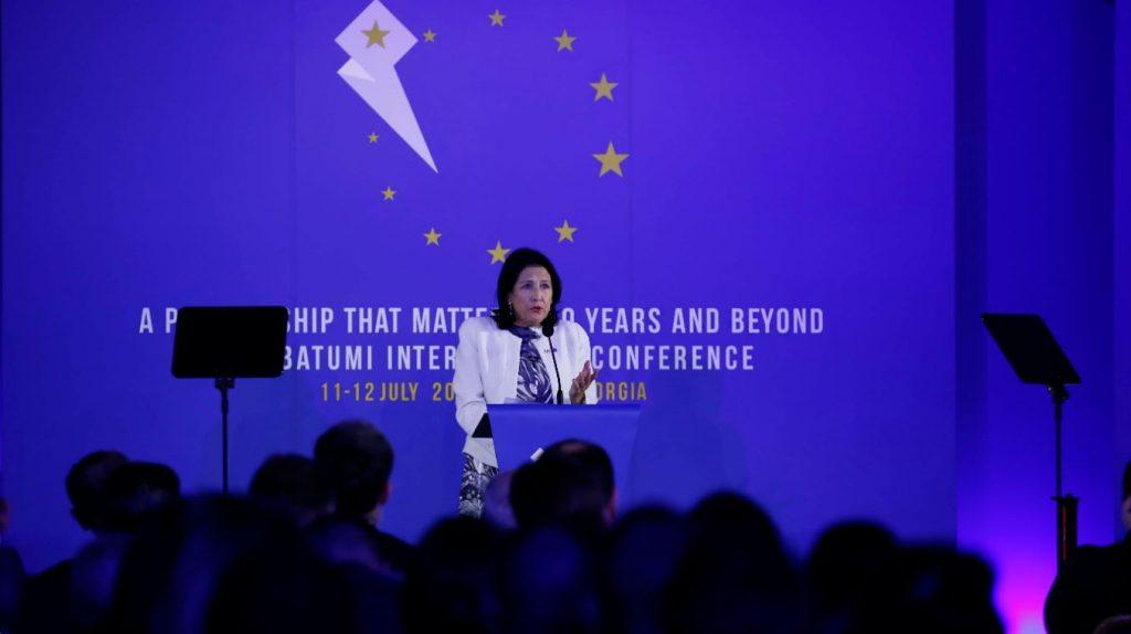 Саломе Зурабишвили - Несмотря на то, что Абхазия и Южная Осетия больше не попадают в заголовки всемирных новостей, эти территории остаются открытыми ранами для каждого гражданина Грузии