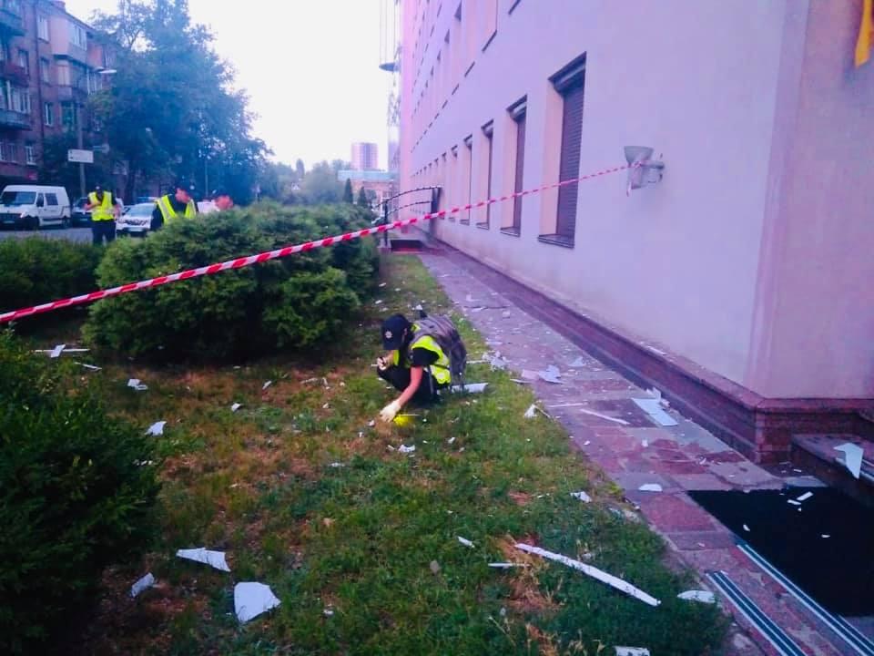 """კიევში ტელეარხ """"112 უკრაინას"""" შენობას ნაღმტყორცნიდან ესროლეს"""
