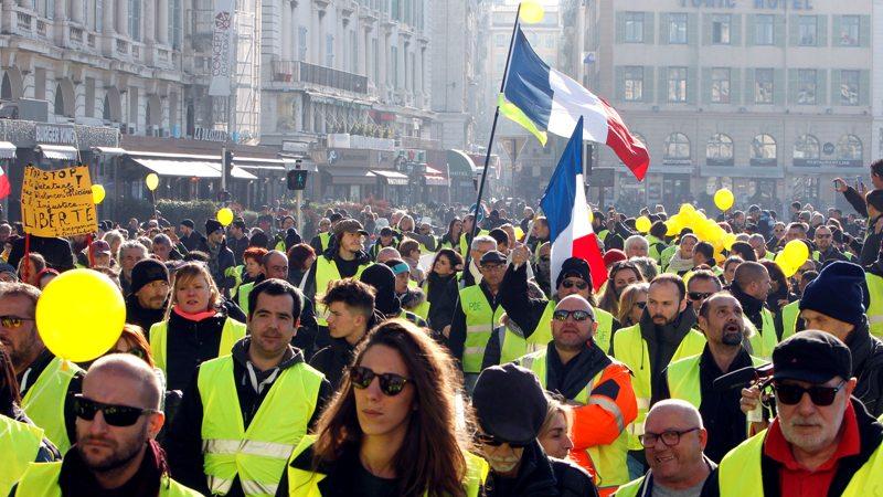 """В Париже прошла очередная акция протеста """"желтых жилетов"""""""