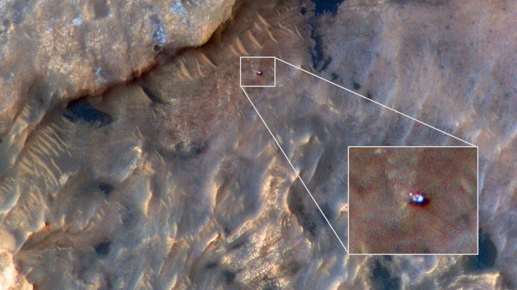 """ნასას ხომალდმა მარსმავალ """"კურიოზიტის"""" კოსმოსიდან ფოტო გადაუღო"""