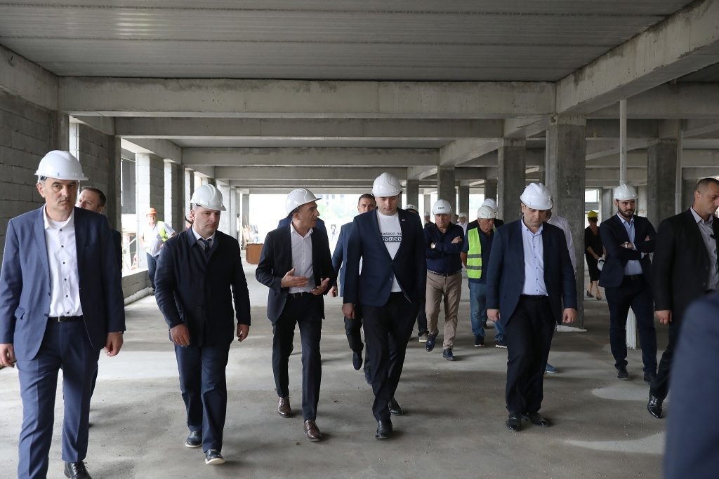Мамука Бахтадзе ознакомился со строительством городка образования в Тбилиси