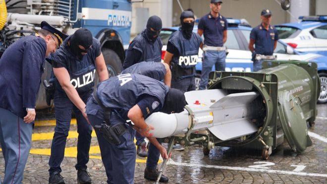 იტალიაში ულტრამემარჯვენე ექსტრემისტული ჯგუფების წინააღმდეგ ოპერაციის დროს, პოლიციამ რაკეტა ამოიღო