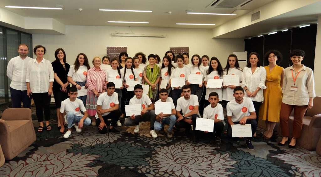 ქართული ენის კურსები კუმურდოსა და ფოკის ახალგაზრდებისათვის - თეა წულუკიანმა პროექტის მონაწილეებს სერტიფიკატები გადასცა