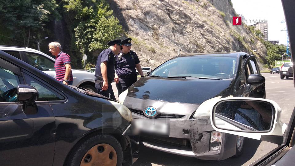 თბილისში, მარჯვენა სანაპიროზე ავტოსაგზაო შემთხვევა მოხდა