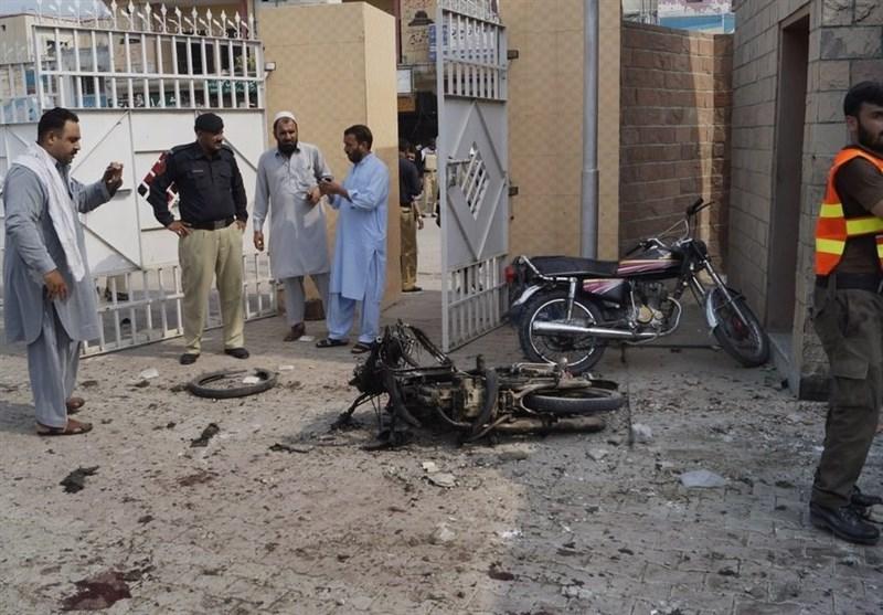 პაკისტანში თვითმკვლელმა ტერორისტმა ქალმა თავი საავადმყოფოსთან აიფეთქა - დაღუპულია რვა ადამიანი