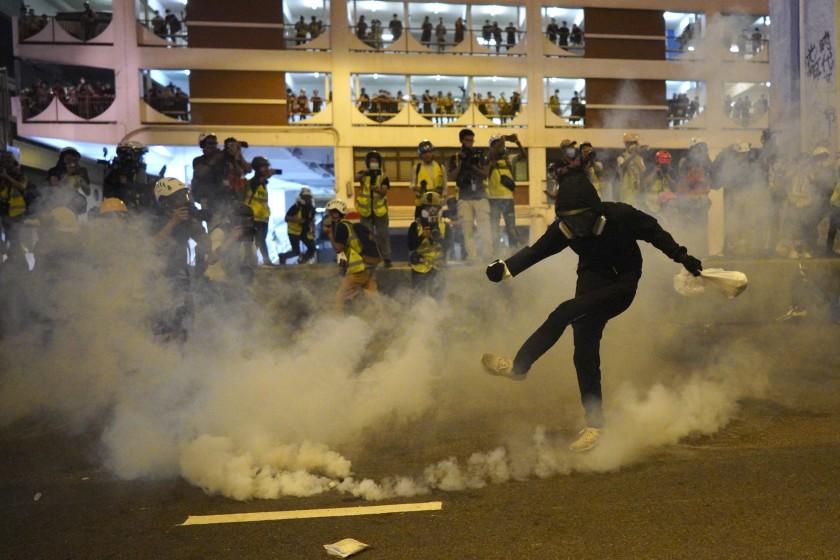 ჰონგ-კონგში მთავრობის წინააღმდეგ გამართული საპროტესტო აქცია პოლიციასთან შეტაკებაში გადაიზარდა