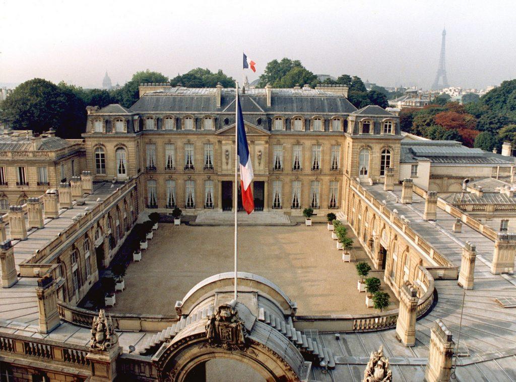 საფრანგეთის მთავრობის ინფორმაციით, 2022 წლისთვის სახელმწიფო სექტორში დასაქმებულ ადამიანთა რაოდენობა 50 ათასის ნაცვლად, 15 ათასით შემცირდება