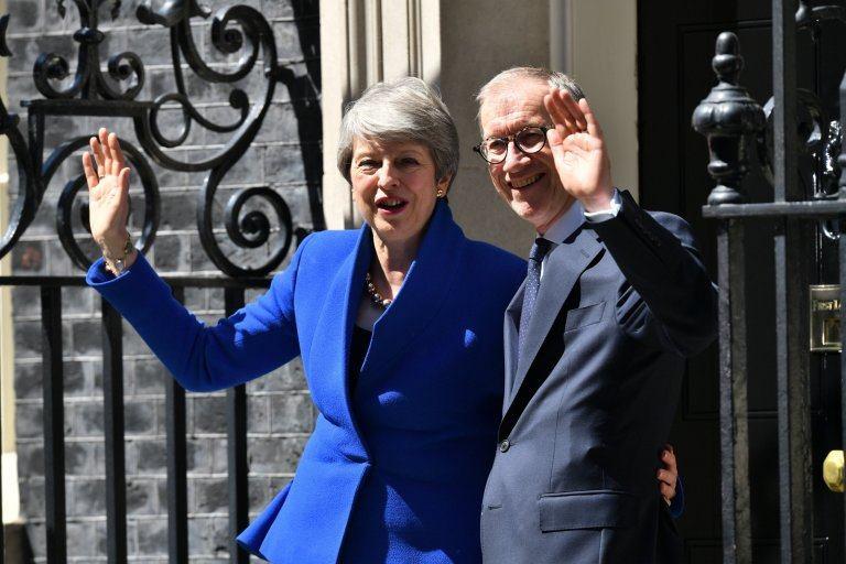 ტერეზა მეი - იმედი მაქვს, ყველა გოგონა, რომელმაც იხილა პრემიერ-მინისტრი ქალი, ახლა დარწმუნებულია, მათი მიზნის მისაღწევად არ არსებობს ლიმიტები