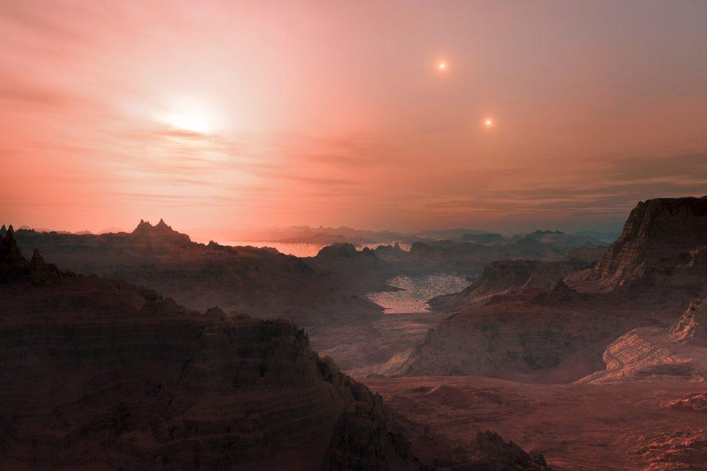 აღმოჩენილია უცნაური კლდოვანი პლანეტა, რომლის ცაშიც სამი მზე ანათებს