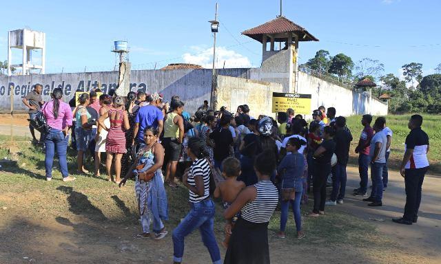 Во время драки в бразильской тюрьме погибли 52 человека
