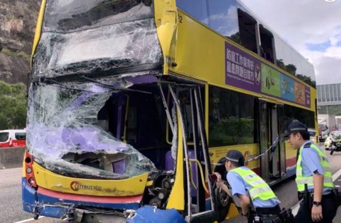 ჰონკონგში ორი ავტობუსის შეჯახების შედეგად 77 ადამიანი დაშავდა