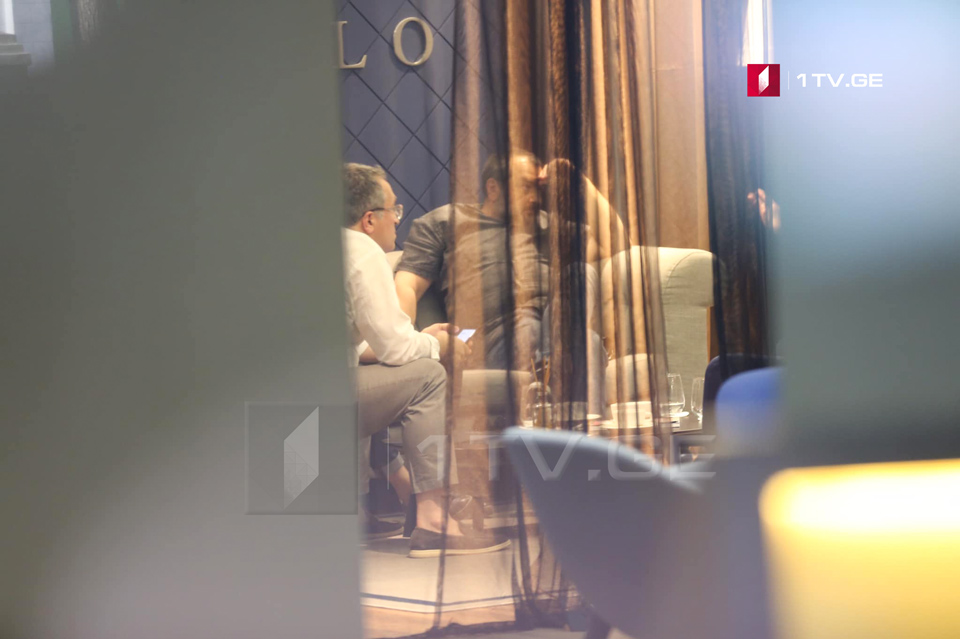 Kibar Khalvashi offers 40% of Rustavi 2 shares to Jarji Akimidze and Davit Dvali