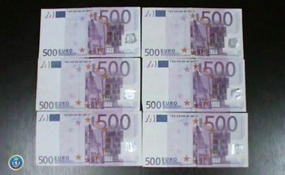 Сотрудники следственной службы задержали гражданина Турции на факте сбыта фальшивых денежных купюр