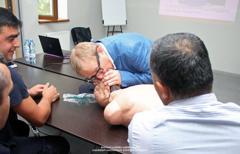 მეხანძრე-მაშველებსპირველადი სამედიცინო დახმარების აღმოჩენის შესახებ ტრენინგი ჩაუტარდათ [ფოტო]