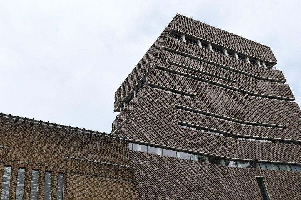 ლონდონში, მუზეუმის მე-10 სართულის აივნიდან 17 წლის მოზარდმა ექვსი წლის ბავშვი გადმოაგდო